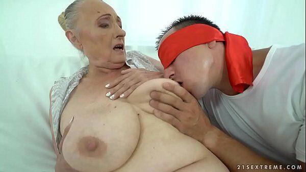 Follando con la abuela de su mejor amigo