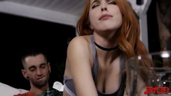 imagen Vídeo porno con la jovencita y pelirroja folladora Amarna Miller