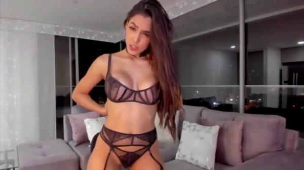 imagen Belleza colombiana masturbandose en su webcam porno