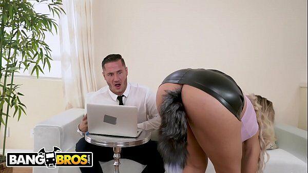 La obliga a ponerse una cola de zorra con su minifalda